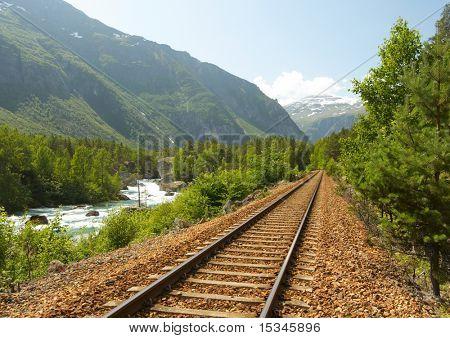 Ferrocarril en las montañas