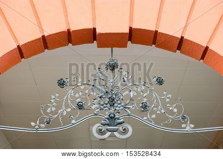 Arc element decorated with floral wrought iron