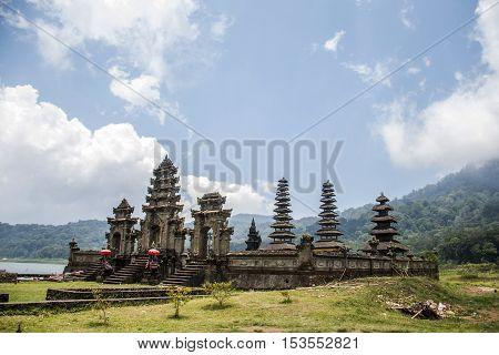 Bali Indonesia Trekking Hiking in the Jungle lake Tamblingan