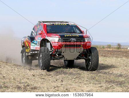 Giniel De Villiers And Dirk Von Zitzewitztest Driving The Toyota Hilux Evo