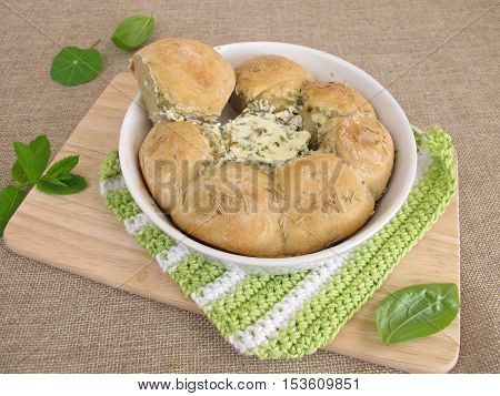 Bun ring filled with herb cream cheese