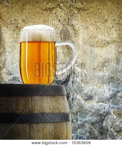 Taza de cerveza en estilo vintage