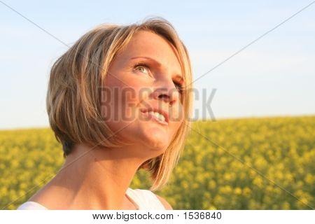 schöne Frau-Sommerzeit