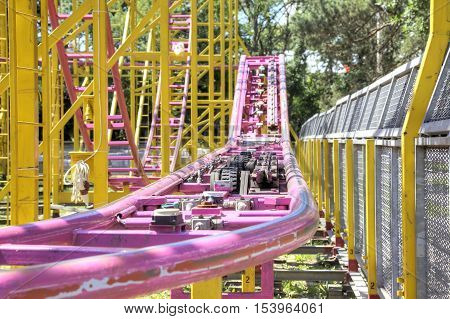 Ways in which rides a cabin with passengers on roller coaster rides
