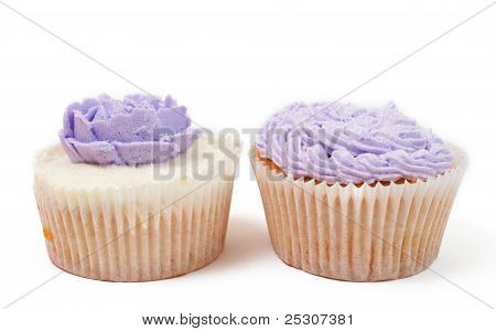 Vanilla Cupcakes With Rose And Rope Icing