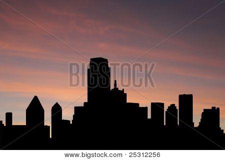 Dallas Skyline bei Sonnenuntergang mit schönen Himmel