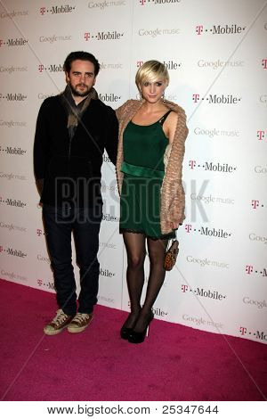 LOS ANGELES - NOV 16:  Vincent Piazza, Ashlee Simpson arrives at the Google Music Launch at Mr. Brainwash Studio on November 16, 2011 in Los Angeles, CA
