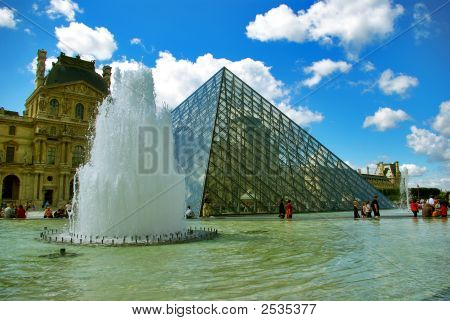 Louvre And Pyramid - Paris