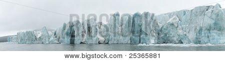 Arktische Winterlandschaft - große Gletscher