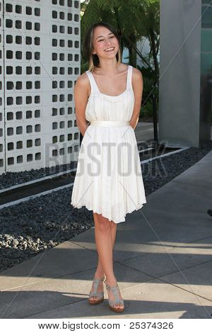 LOS ANGELES - JUNE 25: Zelda Williams at the premiere of 'License To Wed' at the Cinerama Dome in Hollywood on June 25, 2007 in Los Angeles, California