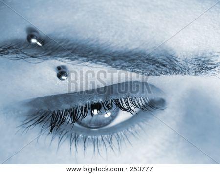 Eye & Pierce