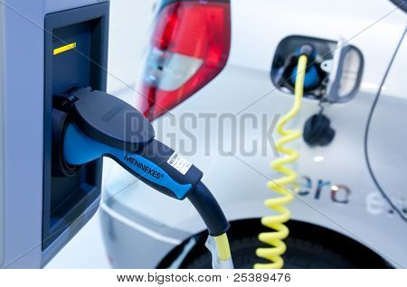 Charging Mercedes Plug-in Hybrid