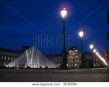 Louvre_At_Night