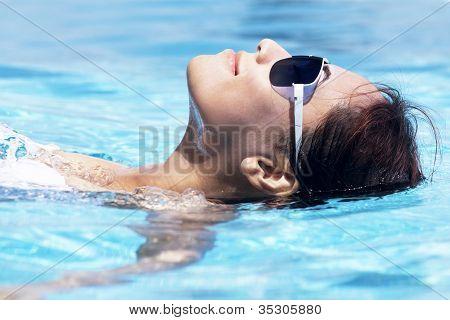 schöne Frau, Schwimmen
