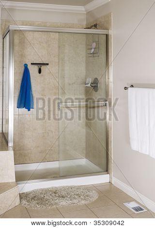 Master Badezimmer Dusche
