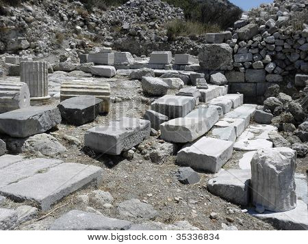 Stairs and fundament of the temple of Apollo .
