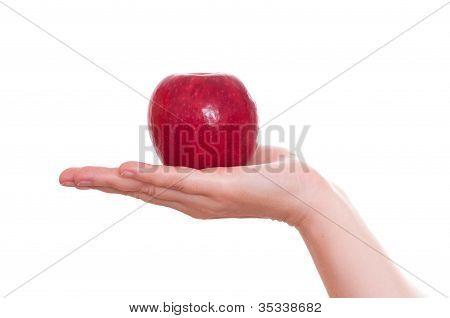 Manzana roja en una mano