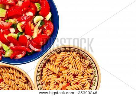 Salada e macarrão