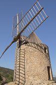 Постер, плакат: Древний камень ветряная мельница вертикально
