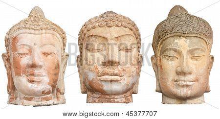 Três cabeças de Buda isoladas no branco
