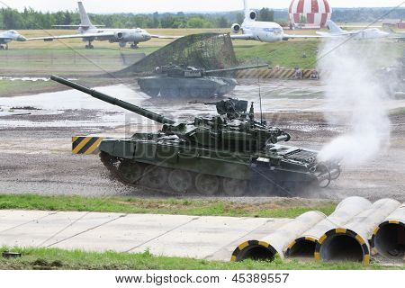 ZHUKOVSKY - JUNE 25: Battle Tank T-90 at demonstrations of technique at second International Forum Engineering Technologies 2012, on June 25, 2012 in Zhukovsky near Moscow, Russia.