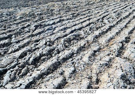 Landwirtschaftlichen Hintergrund zeigen eine Gepflügtes Feld-Oberfläche