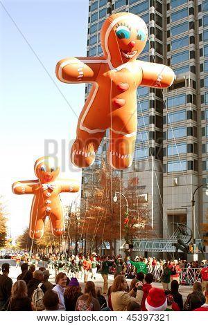 Gingerbread Man Balloons Float Through Atlanta Christmas Parade