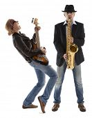 Постер, плакат: Дуэт музыкантов с гитара и саксофон на белом фоне