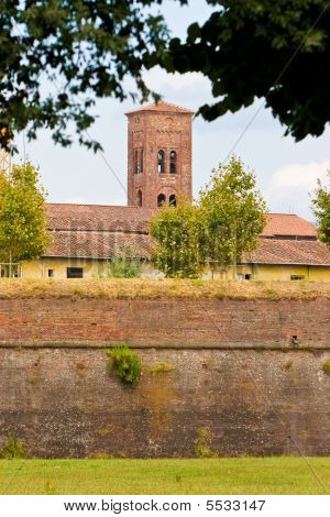 Medieval Defence Wall  Around Lucca Toscane