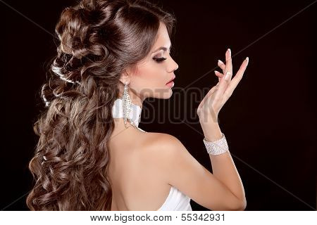 Hairstyle. Long Hair. Glamour Fashion Woman Portrait Of Beautiful Brunette