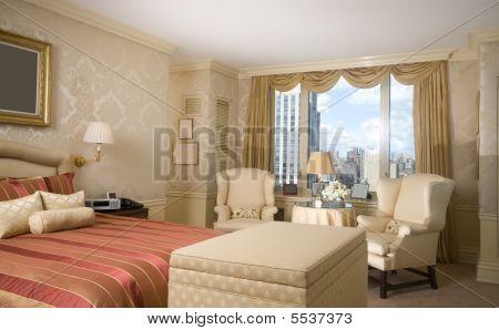 Dormitorio principal con sala de estar en el Penthouse Nueva York