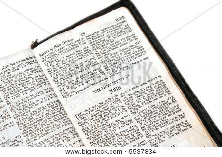 Bíblia aberta para John Epístola Iii