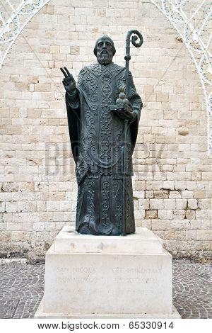 statue of st nicholas in bari