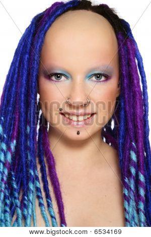 Menina com Dreads azuis