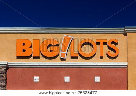 Bit Lots Store Exterior