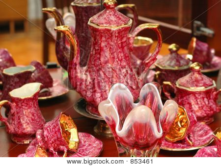 Set of chinaware
