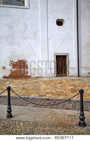 Italy  Lombardy     In  The Santo Antonino  Old   Church  Closed