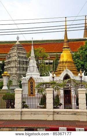 Pavement Gold    Temple   In   Bangkok  Tree