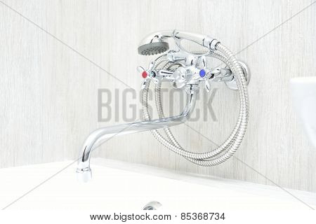 Chrome Faucet With Showerhead