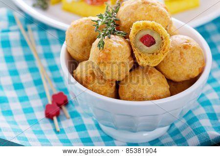 Appetizer Olives baked in cheddar dough
