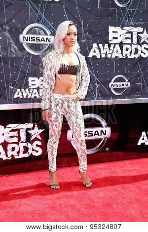 vLOS ANGELES - JUN 28:  Karrueche Tran at the 2015 BET Awards - Arrivals at the Microsoft Theater on June 28, 2015 in Los Angeles, CA