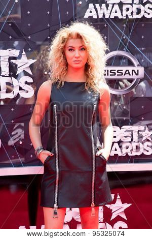 vLOS ANGELES - JUN 28:  Tori Kelly at the 2015 BET Awards - Arrivals at the Microsoft Theater on June 28, 2015 in Los Angeles, CA