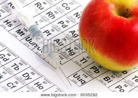 Apple auf periodische Tabelle liegen