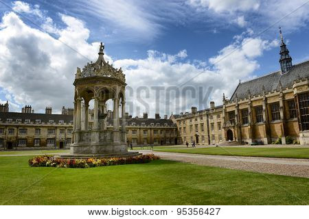 CAMBRIDGE, ENGLAND - MAY 13: The Fountain in the Great Court, Trinity College,Cambridge University, Cambridge, UK set in manicured green lawns in the center of the courtyard on May 13, 2015