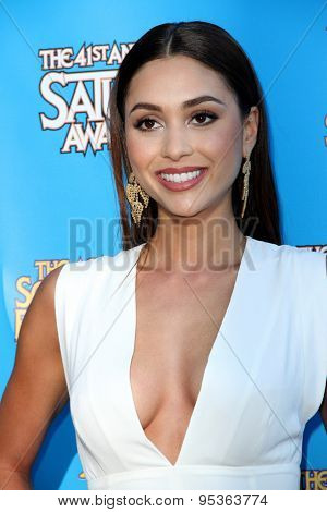 BURBANK - JUNE 25: Lindsey Morgan arrives at the 41st Annual Saturn Awards on Thursday, June 25, 2015 at the Castaway Restaurant in Burbank, CA.