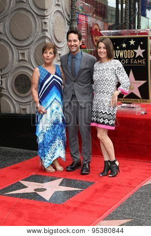 LOS ANGELES - JUL 1:  Paul Rudd, Mother, Sister at the Paul Rudd Hollywood Walk of Fame Star Ceremony at the El Capitan Theater Sidewalk on July 1, 2015 in Los Angeles, CA