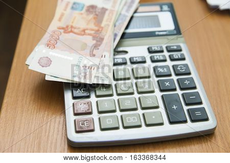 Calculation of money for their further warehousing in the safe