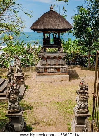 Hindu alter with the indian ocean behind