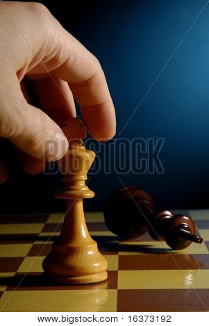 hand making a decisive and winning chess move