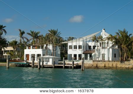 White Mansion 3/4